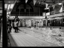 Imagebild Fotografie Shooting Fotoshooting Sheffield UK Clive Egginton Reportage black and white Schwarz Weiß England gzwitscher Grafikdesign Bocholt swimming